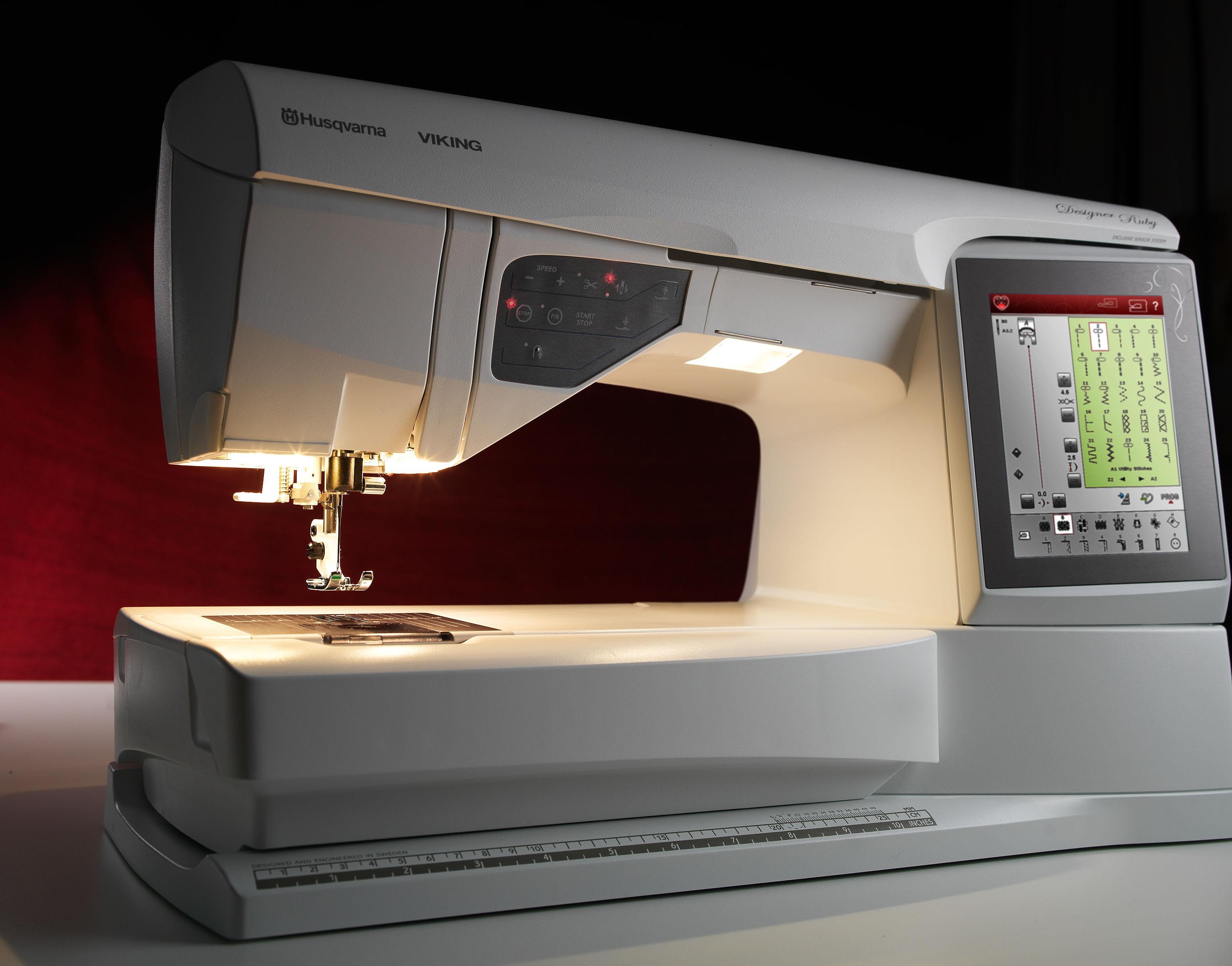 Husqvarna DESIGNER RUBYHusqvarna<br>Швейно-вышивальные модели HUSQVARNA VIKING® DESIGNER RUBY™, разработанные в Швеции, имеют богатый набор функций, позволяющий реализовать все Ваши желания! Прикосновение к яркому сенсорному дисплею вызывает настоящий восторг. Самое время создать потрясающи...<br>