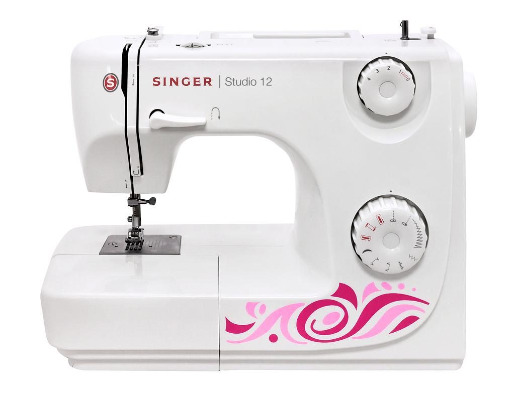Singer Studio 12Singer<br>Швейная машина Singer Studio 12 отличается красивым дизайном и простотой в использовании.<br> <br> 8 строчек, петля в полуавтоматическом режиме, в комплекте 3 лапки, чехол мягкий. Челнок - вертикальный.<br>