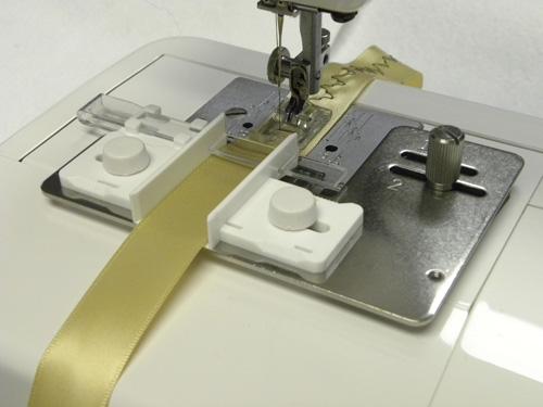 200444408 Приспособление для пришивания тесьмыГоризонтальный челнок<br>200444408 Приспособление для пришивания тесьмы<br>