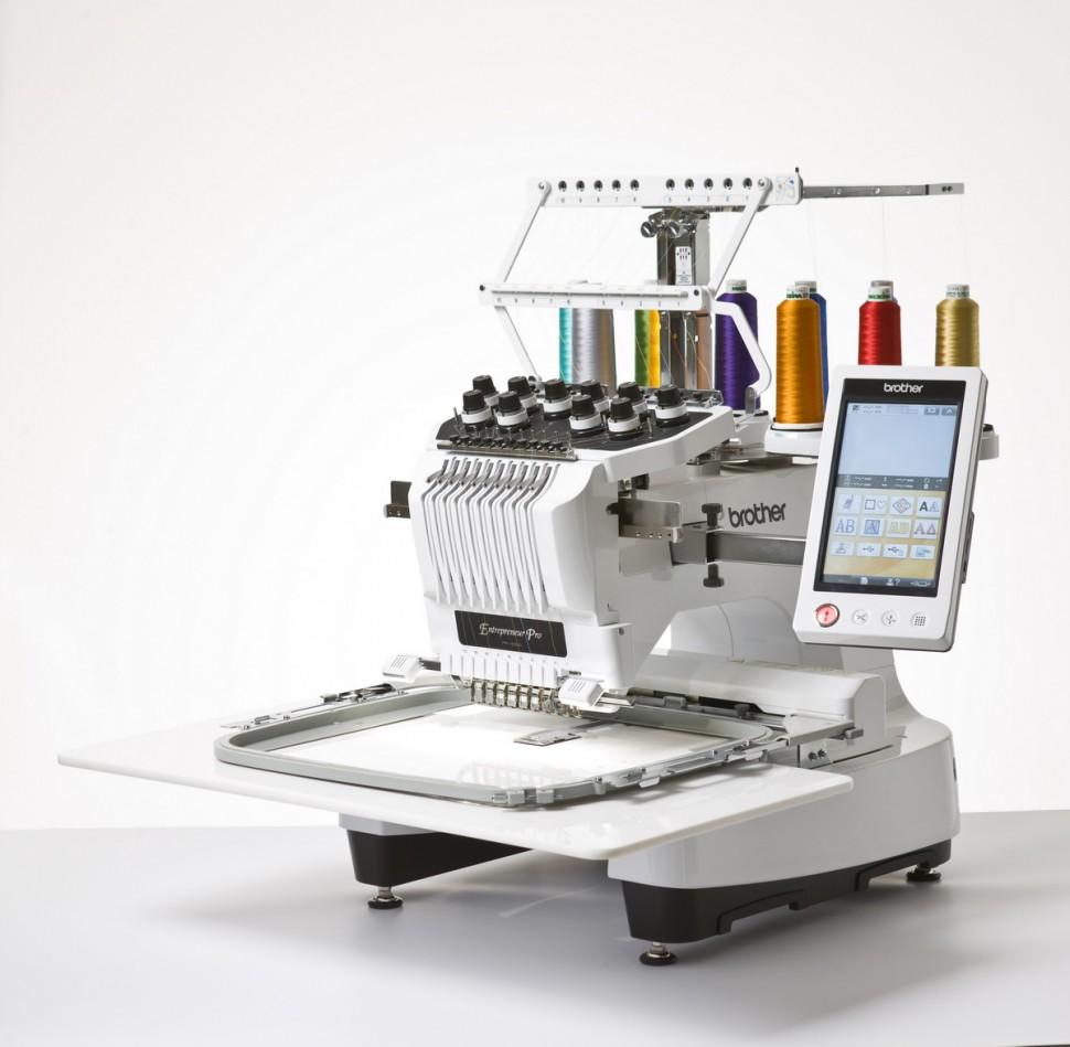 Brother PR 1000Brother<br>Вышивальная машина Brother PR-1000е - это целый вышивальный комплекс. Это мощная, быстрая и компактная 10-игольная вышивальная машина. Она прекрасно подойдет для Вашего вышивального бизнеса.<br>