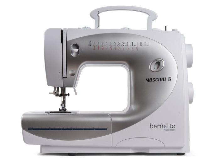 Bernina Moscow 5Bernina<br>Швейная машина Bernina Bernette e66 имеет горизонтальный челнок, выполняет 26 строчек, выметывает петлю в автоматическом режиме. У машины Bernina e66 есть нитевдевающее устройство, а также дисплей отображения строчек.<br>