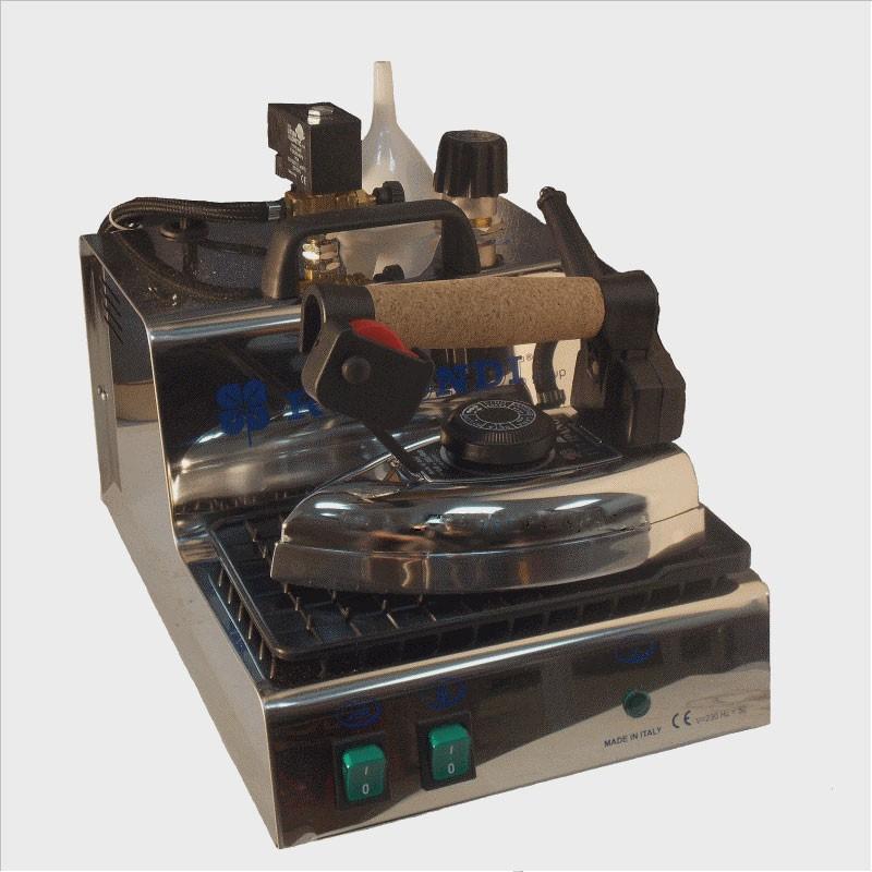 Rotondi  MINI 3  Парогенератор  2,1 литра  (хром) , с утюгом  1,8 кг, с регул. кол-ва параRotondi<br>Парогенератор Rotondi Mini 3 с профессиональным паровым утюгом. Есть регулятор подачи пара, стальной бойлер, компактен и прост в использовании. У парогенератора хромированный корпус.<br>