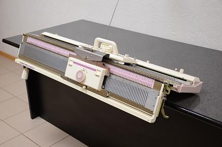 Вязальная машина Hobby KH260/KR260 (комплект)Hobby<br>Перфокарточная вязальная машина 3-го класса. 110 игл, рапорт рисунка - 24 иглы.<br>