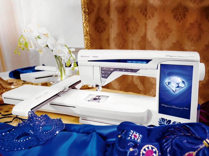 Husqvarna DESIGNER DIAMOND ROYALEHusqvarna<br>Швейно-вышивальная машина Husqvarna Designer Diamond Royale - королева в своем классе! Сверхбольшие пяльцы 350x360 мм. позволят Вам делать фантастические вышивки. Огромный цветной дисплей будет радовать Ваш глаз яркими цветами и широкими возможностями по ...<br>