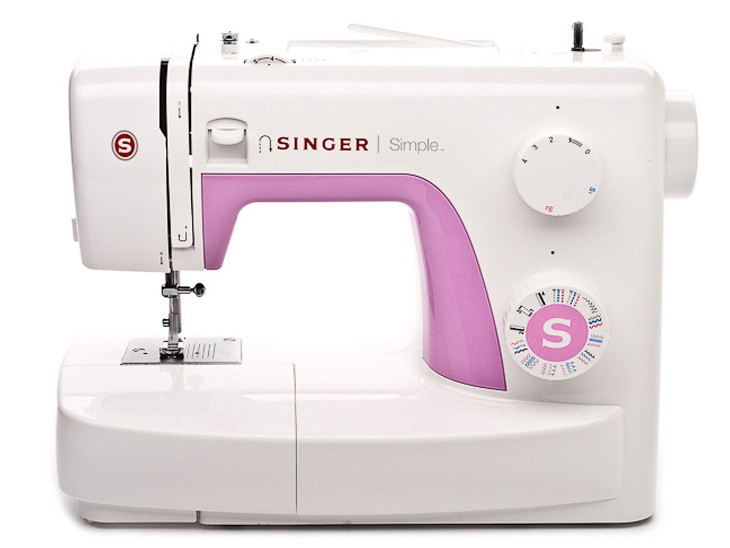 Singer 3223 SimpleSinger<br>23 строчки, петля в полуавтоматическом режиме, в комплекте 4 лапки, чехол мягкий. Челнок - вертикальный.<br>