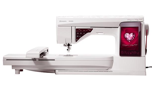 Husqvarna DESIGNER RUBY ROYALEHusqvarna<br>Швейно-вышивальная машина Husqvarna Designer Ruby Royale - машина, которая поможет воплотить все Ваши мечты. У этой машины большая вышивальная область, цветной ЖК-дисплей с множеством возможностей по редактированию вышивальных дизайнов. Как и все модели с...<br>